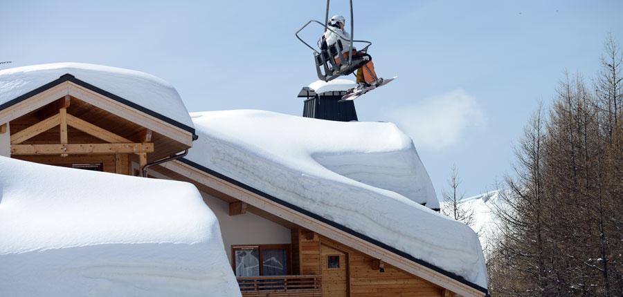 France_AlpedHuez_Hotel_Alpenrose_skier_Lift.jpg